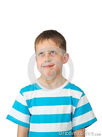 Missnöjda ögon för pojke little som är hoprullad vad