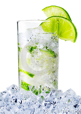 Free Misted Glass Of The Water With Lime And Ice Stock Images - 74771904