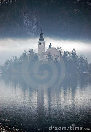 Free Misty Reflection Royalty Free Stock Image - 4039376