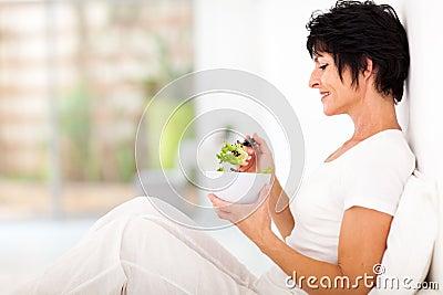 Mitte gealterter Salat