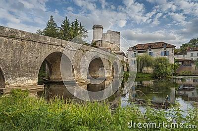 Mittelalterliche Brücke in Frankreich