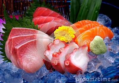 Mix delicious raw fish, Sasimi on ice
