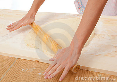 Mix dough on the wooden board .