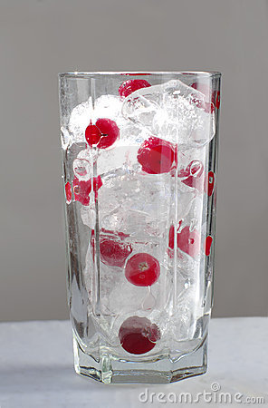 Mix ice and cranberry in glass