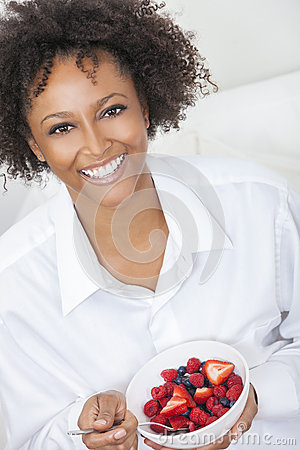 Free Mixed Race African American Woman Eating Fruit Royalty Free Stock Photo - 40202155