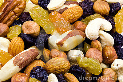 Mixed raisins and nuts