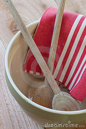 Mixing bowl with spoons and towel