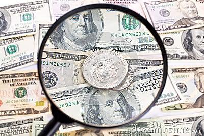 Dollar unter Lupe