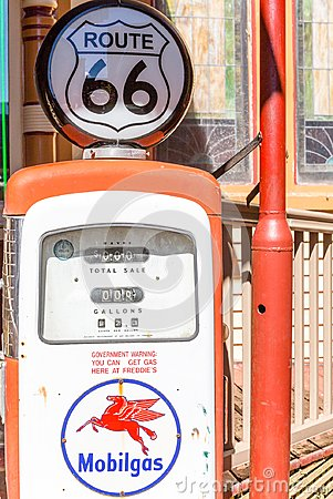 Free Mobil Gas Pump Royalty Free Stock Images - 121570089