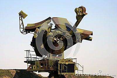 Mobile military radar-3