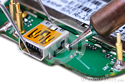 how to become a mobile phone technician