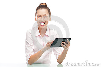 Młoda kobieta target548_1_ cyfrową pastylkę