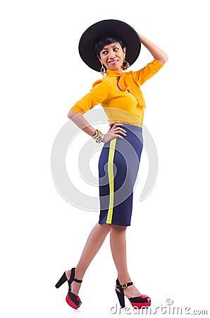 Model dragende modieuze kleding
