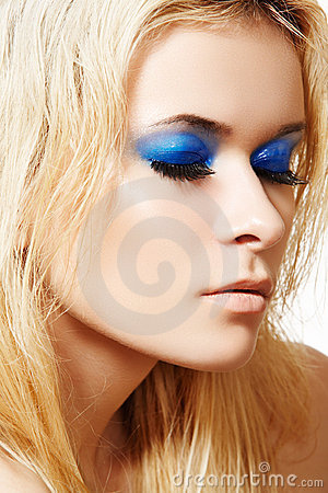 Model with fashion make-up & long false eyelashes