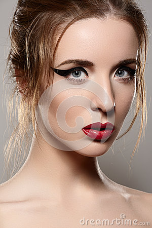 Model with retro make-up, vintage red lips & eyeliner