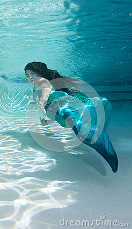 Free Model Underwater In A Pool Wearing A Mermaids Tail. Royalty Free Stock Photography - 93658147
