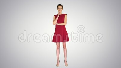 Modell med kort hårsyn på övertoningsbakgrund lager videofilmer