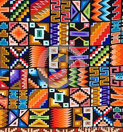 Modelo colorido de una manta o de una tapicería peruana