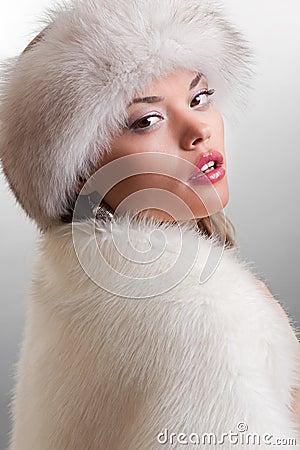 Modelo de la elegancia en piel