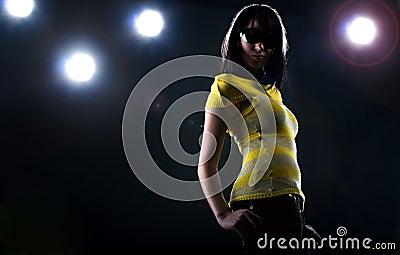 Modelo de moda en etapa