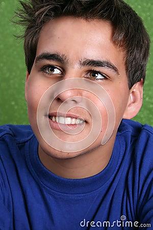 Modelo masculino adolescente
