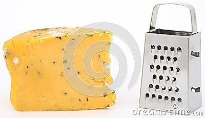 Moderiger Käse und Raspel