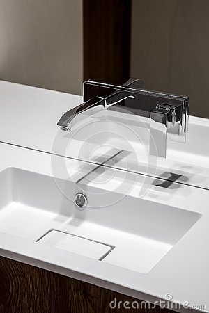 Free Modern Bathroom Basin With Faucet Stock Images - 143827314