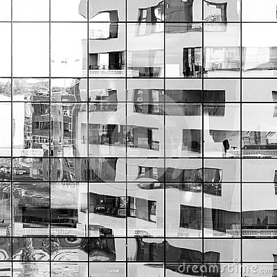 Free Modern Black And White Building Reflected On Glass Facade Royalty Free Stock Photography - 109482977
