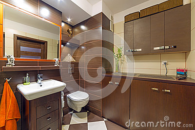 Modern brown and beige bathroom
