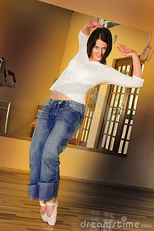 Free Modern Dancer 2 Royalty Free Stock Images - 1853089