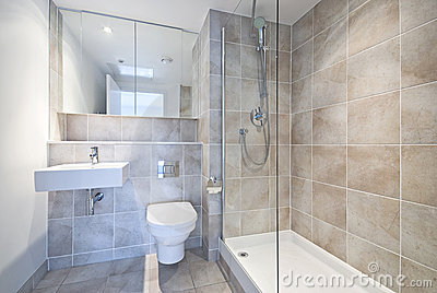 Modern en suite bathroom with large shower