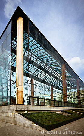 Free Modern Glass Building Royalty Free Stock Photography - 14724217