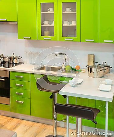 Moderne groene keuken. stock afbeelding   afbeelding: 18546671