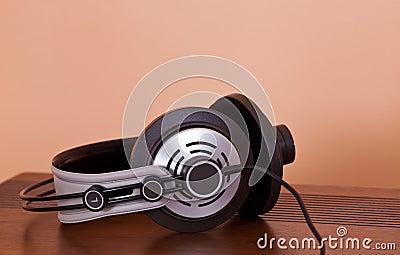 Modern Hi-Fi Stereo Headphones