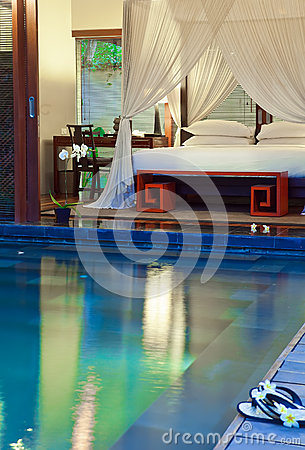 Free Modern Interior.beds For Rest At The Pool Royalty Free Stock Photos - 29468918