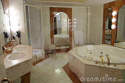 Modern and spacious bathroom