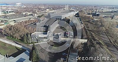 Moderna vista en la parte superior de la fábrica, exterior industrial, gran hermosa vista en la parte superior de la fábrica metrajes