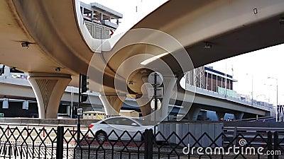 Moderne Brücke in Dubai datenbahn stock video