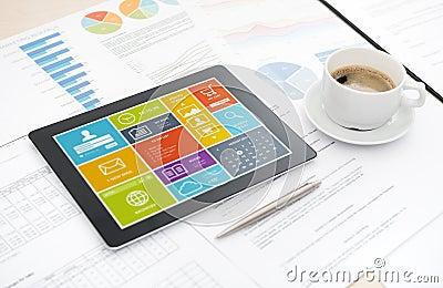 Moderne digitale Tablette auf Schreibtisch
