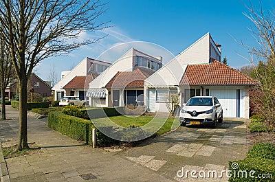 Moderne huizen in nederland redactionele afbeelding afbeelding 64487275 for Afbeelding van moderne huizen