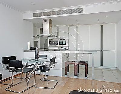 Moderne keuken met eettafel stock afbeelding   afbeelding: 11547281