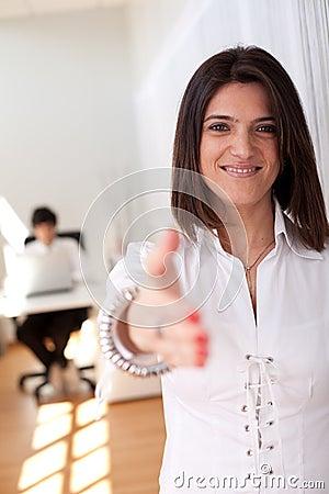 Moderne onderneemster op haar kantoor