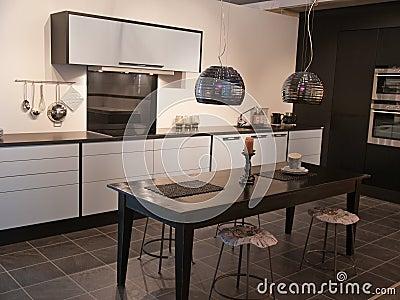 Moderne trendy ontwerp zwart witte keuken royalty vrije stock ...