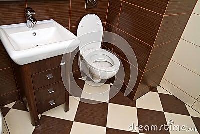 Moderner Badezimmerinnenraum