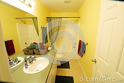 Färben Sie Badezimmer Gelb Lizenzfreies Stockfoto   Bild: 16217315,  Badezimmer Ideen