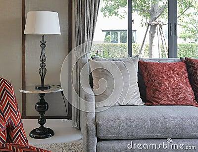 wohnzimmer kissen: moderne wandregale beeindruckend deko kissen, Wohnzimmer