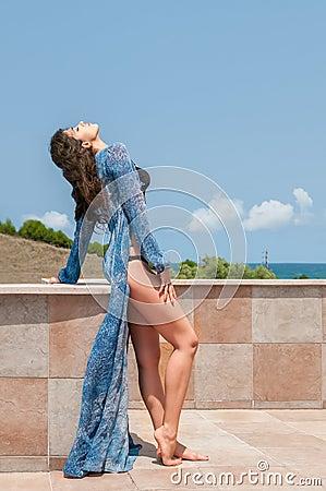 Modo di festa dell abbigliamento da spiaggia