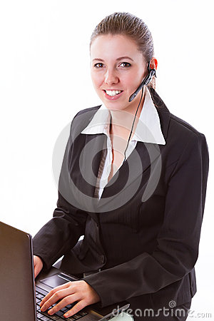 Młody centrum telefoniczne pracownik z słuchawki