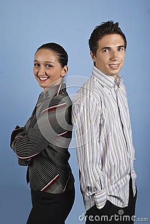 Młodzi biznesowi szczęśliwi ludzie
