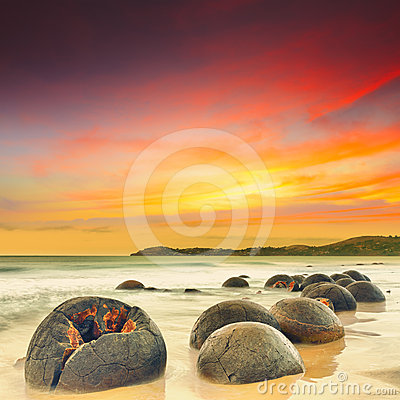 Free Moeraki Boulders Stock Photography - 24291022